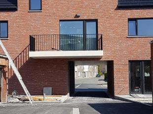 nieuwbouw bel-étage woning/duplex appartement (180 m2)  in centrum Roeselare, doch zeer rustig gelegen in vernieuwde straat,  dicht bij de ring, schol