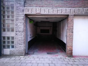 Garagebox (gesloten) te huur met elektriciteit en water.  Ideaal voor hobbyist, hersteller van autos/motos/fietsen enz. Alleen geschikt voor een klein