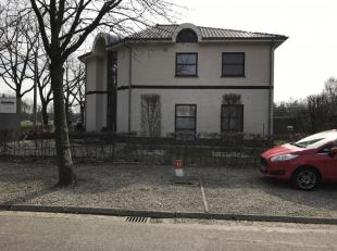 Mooi appartement te huur in Bokrijk met garage, autostaanplaatsen, tuin en berging. Het appartement is 100 m2 groot, heeft 2 ruime slaapkamers en een