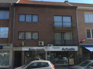 Mooi appartement in de  Vennestraat, Genk. 1 slaapkamer, een grote badkamer, ingerichte keuken, living met terras. kleder en auto staan plaats. Water