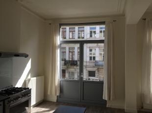 Mooi, zonnig en ruim 2-slaapkamer appartement met balkon, gelegen in het hartje van het hippe nieuw zuid.<br /> <br /> Het appartement is gelegen in d