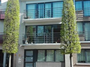 Ruim appartement met 3 slaapkamers in centrum Maaseik gelegen op de bovenste verdieping.<br /> Winkels en AH om de hoek. Scholen op loopafstand. De sl