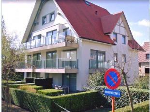 Prachtig gelijkvloers appartement te koop in Nieuwpoort-bad.<br /> Heeft 2 grote slaapkamers en 2 badkamers.<br /> Op 300 m van de zee, gelegen in de