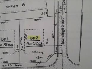 In de Maasheidestraat vinden we deze open bebouwing terug, gelegen op de hoek van de Maasheidestraat met de Jaardingstraat.<br /> Centraal gelegen (op