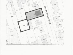 Zeer ruime te renoveren woning die heel wat mogelijkheden biedt! Gunstige ligging in de nabijheid van het centrum, scholen en supermarkt. Rustige ligg