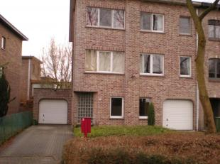 1e verd.: appartement met garage in rustige wijk.<br /> Ruime liv, open kkn, terras, badk met dub lavabo en ligb, toilet, 2 slpks, bureau/hobby, plaat