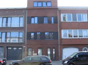 Nieuwbouwappartement gelegen in het centrum van Merksem - 2Verdiep - Vloerverwarming<br /> inkomhal,<br /> 2 slaapkamers (waarvan 1 met ingebouwde kas
