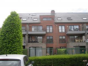 Recent appartement in perfecte staat in het centrum van Tienen.<br /> Het is gelegen op het 2de verdiep (met lift) en omvat:  inkomhal, heldere leefru