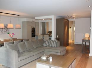 Prachtig afgewerkt appartement, met een tijdloze inrichting en een gevelbreedte van 7 meter. Rustig gelegen in een kleine residentie nabij het centrum