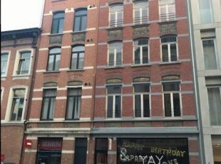 Riemstraat 7, 2000 A'pen Zuid. Top locatie, met geklasseerde voorgevel (een stuk geschiedenis met al zijn charme dat je koopt)! 1-slaapkamer apparteme