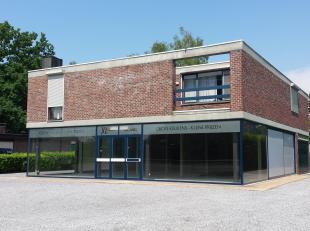 Multifunctioneel pand (+/- 150 m²) op AAA-locatie.<br /> Voorzien van alle moderne faciliteiten en 6 private parkeerplaatsen.<br /> Recent vernieuwde