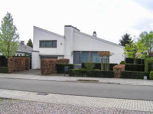 Instapklare oerdegelijke villa met ZW tuin op 800 m².  Gebouwd met kwalitatieve en duurzame materialen gelegen nabij het centrum van Kontich met onmid