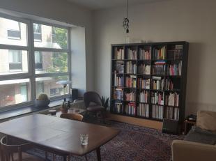 ZEER RUIM appartement met VEEL LICHTINVAL +  terrasje in hartje Hasselt,vlakbij de grote markt en station <br /> Mogelijkheid tot bij huren van PARKEE