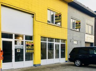 Handelspand aan drukke zone Parklaan-August De Boeckstraat.<br /> Handelspand met ruime toonzaal en parking voor de deur aan een drukke winkelzone. Ui