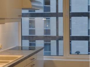 Gerenoveerd appartement met 2 slaapkamers op de 2de verdieping. Nieuwe lift. Ingerichte keuken en badkamer met instapdouche. Apart toilet. Terras aans