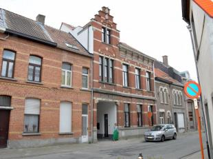 """Vlakbij het centrum van Sint-Niklaas bevinden zich de gebouwen waar in 1753 de brouwerij """"Den Dubbelen Arend"""" werd opgericht. Recent werd het hoofdgeb"""