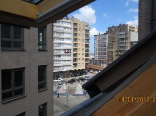 mooi duplex app. 115 m² op het 5 de verdiep met 2slpk., 2 badk., dressing, fietsst., bwjr. 2012. aardgas, terras 10m² zuidger. Perfecte ligging op 100
