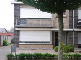Grondoppervlakte: 462 m2<br /> Bebouwde opp. vl. woning 81,3 m2<br /> Garage 27,2 m2<br /> Kelder 25 m2<br /> Gelijkvloers 81,3 m2<br /> 1ste verdiepi