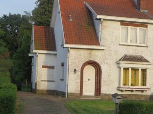 Halfopen eengezinswoning met grote tuin.<br /> <br /> De woning dient gerenoveerd te worden, maar de solide ruwbouw geeft u alvast een zeer goede basi