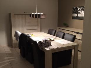 ruim appartement 2e verdiep nabij Rivierenhof, 2 slaapkamers, inkomhall, eetkamer-living, aparte keuken met oven + kookplaat + dampkap, wc volledig be