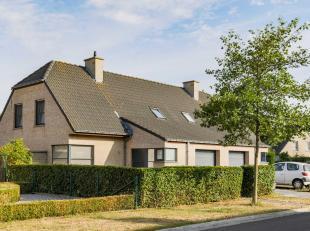 Instapklare halfopen bebouwing met garage en tuin op een boogscheut (1 km) van Brugge centrum. Rustige ligging in een residentiële woonwijk zonder doo