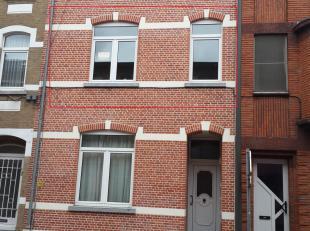 Gezellige, gerenoveerde appartement te Hasselt op de eerste verdieping.  Het appartement is gelegen tussen de grote en kleine ring in de nabijheid van