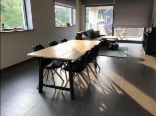 Luxe-appartement in residentiële buurt, ruim zonnegericht terras. Hoogwaardige afwerking ,vloerverwarming, volledig uitgeruste moderne keuken. Hoge ak