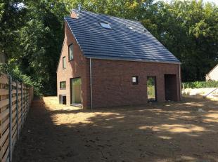 Mooi gelegen open bebouwing (perceel van 562m²) op rustige locatie te Heusden-Zolder. Deze energiezuinige woning is gebouwd met hoogwaardige materiale