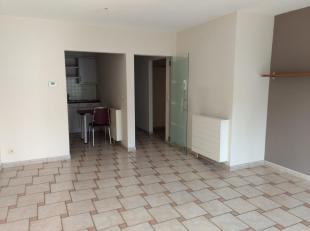 Appartement met 2 slaapkamers te koop in het centrum van Genk, maar toch rustig gelegen. Het bevindt zich op de eerste verdieping van een residentie m