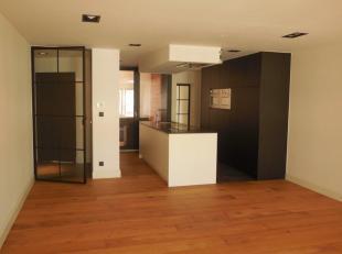 Modern, luxueus appartement met gunstige ligging op een boogscheut van de Grote Markt en winkelstraat. Het betreft het bovenste appartement (2de verdi