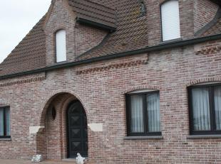 Alleenstaande woning (villa) te koop!<br /> Afzonderlijke garage en veranda.<br /> In zeer goede staat, perfect onderhouden.<br /> 5 slaapkamers, grot