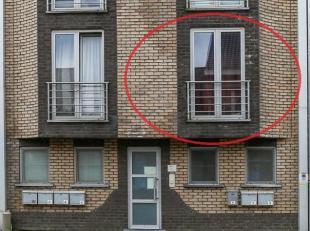 Instapklaar appartement in het centrum met 1 slaapkamer.<br /> Op de eerste verdieping. Woonkamer met open en ingerichte keuken, ruime slaapkamer, bad