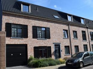 Instap klaar dakappartement met zeer mooi groot zonneterras van 38m². Grote woonkamer met keuken, Volledig geschilderd,lift,<br /> Rustig gelegen en