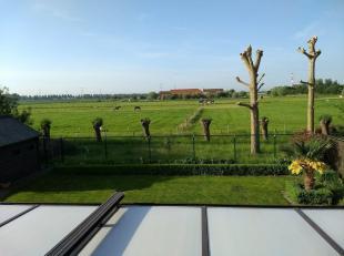 Privaatverkoop van een villa aan de Belgische kust met een uitzonderlijk landelijk vergezicht!<br /> Deze in 2016 gerenoveerde, comfortabele en volled