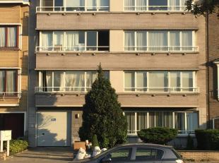 Dit 2 slaapkamer appartement ligt aan de stadsrand van Antwerpen in een klein gezellig flatgebouw. Vlakbij vindt u winkels, openbaar vervoer, toegang