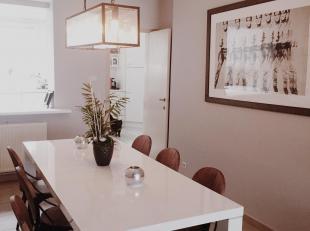 Zeer ruime instapklare bel-étage met op de gelijkvloers een praktijkruimte en wachtkamer, ideaal voor het uitoefenen van een zelfstandig of vrij beroe