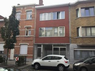 Mooi woonhuis/bel etage  met beneden praktijkruimte gelegen te deurne, bestaande uit <br /> Op de eerste verdieping<br /> Woonkamer van 580x700-190x30