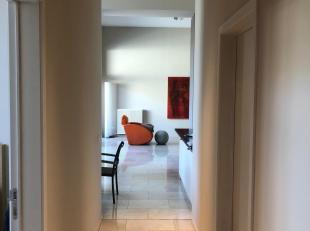 Luxueus appartement (130m²) op 1ste verdieping in het centrum van Tongeren te huur , in het volledig gerenoveerde KBC-gebouw. <br /> <br /> Het appart