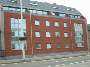 Mooi appartement met uitstekende ligging te Maasmechelen. Vlakbij de E314 en naast de Rijksweg. Het appartement op de 1ste verdieping bestaat uit een
