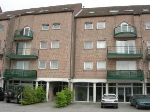 Ligging: Het appartement is gelegen op de Onze-Lieve-Vrouwestraat 5 te Maasmechelen. Dit is dichtbij de Pauwengraaf, tegenover de sporthal van de PTS.