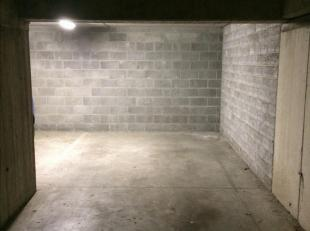 Ondergrondse staanplaats (-1 ) vlak binnen de ring van Leuven, 10 minuten wandelen van het centrum. Te huur. Vlakbij de ingang. Toegang via afstandsbe
