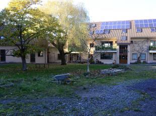 Woonunit op eerste verdieping te koop in Cohousing La grande Cense.  Volledig ingericht  met 3 slaapkamers, comfortabele keuken en living.  eigen terr