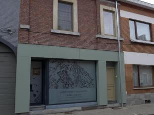 Het pand is momenteel in gebruik als handelspand met appartement (met aparte ingang). Voorzien van 2 verwarmingsinstallaties, 2 meters elektriciteit e