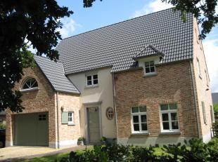 Zeer rustig gelegen Villa op Kuringen-hei, bestaande uit : inpandige garage voor 1 wagen, berging, keuken, living met apart hoekje voor bureau, open h