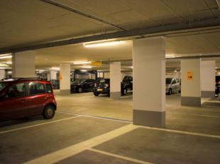 En plein centre d'Anvers<br /> A vendre 6 emplacements dans un garage avec porte à fermeture automatique.<br /> peut être vendu séparément, prix par p