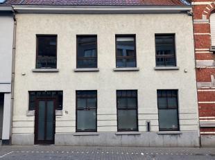 Ruime gerenoveerde woning met zeer veel mogelijkheden<br /> <br /> Te midden van het gezellige dorpje Zomergem staat een ruime gerenoveerde woning met