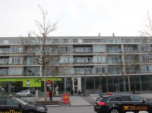 Te koop: prachtige en ruime penthouse met mega-terrassen en 2 garages<br /> <br /> In het centrum van Sint-Niklaas, vlakbij alle winkels en openbaar v