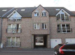 Rustig gelegen duplex appartement met 3 slaapkamers, te koop in het centrum van Diepenbeek, nabij het station. <br /> Appartement is gelegen op de 2de