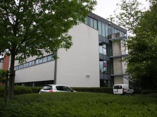 Luxe kantoorruimte op de 1ste verdieping van een imposant kantoorgebouw op het gekende bedrijvenpark Ilgat in Hasselt. Het gebouw bevindt zich in perf