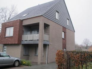 Het betreft duplex 3, aan de achterkant van het gebouw. Rustige ligging op ideale afstand tussen Hasselt en Zonhoven. Stadsbus stopt voor de deur. Win